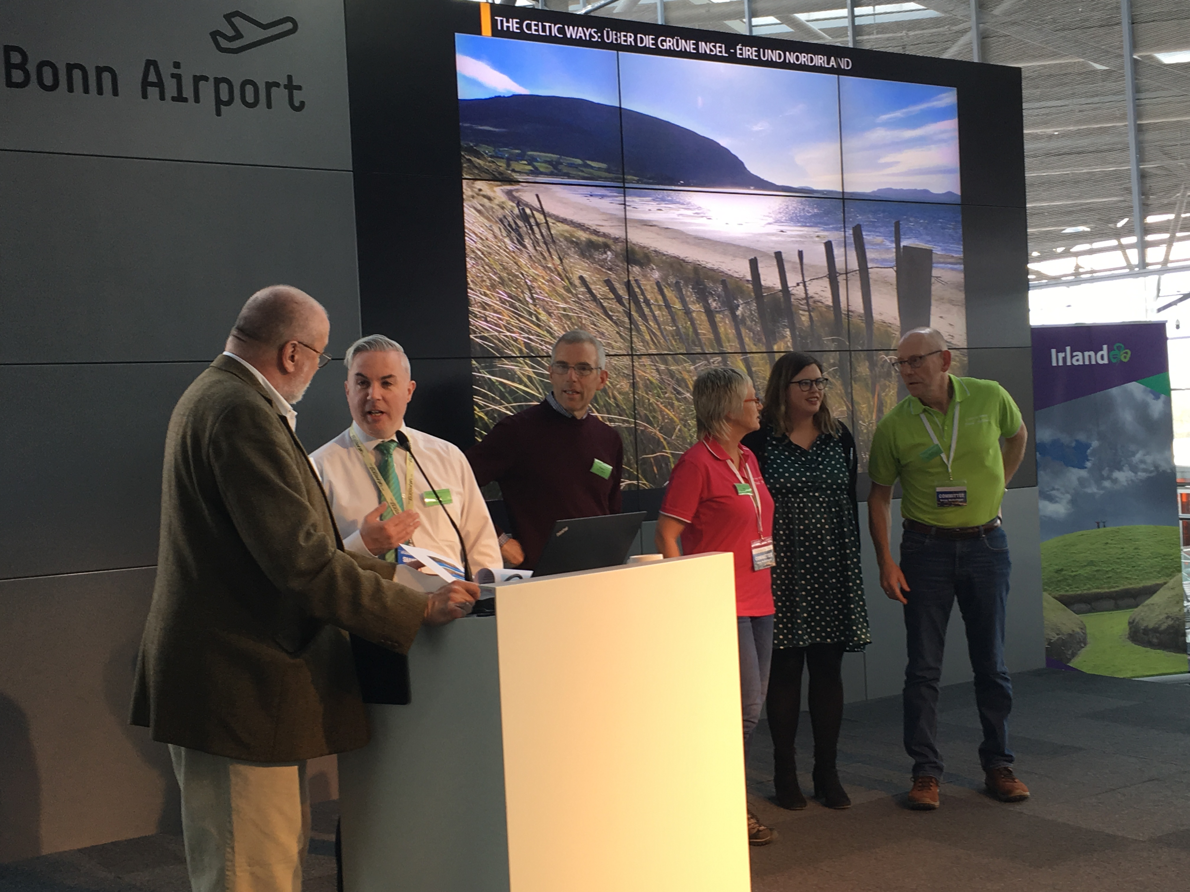 Speaking a few words of pigeon German with Chris on stage at the event in Cologne/Bonn Airport